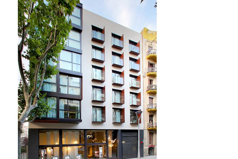 Two hotel barcelona by axel paymobiliario for Oficinas sanitas barcelona